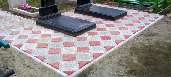 Укладка плитки на кладбище в Запорожье